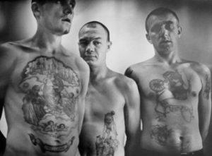 Urcas tatuados, violencia en Siberia